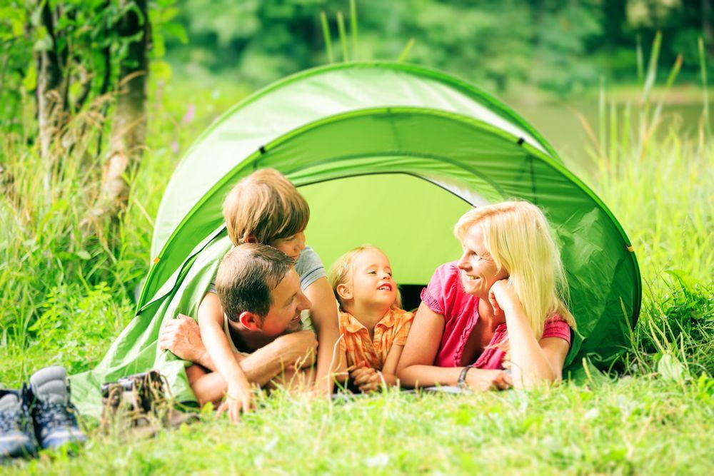 Bimbi in campeggio tenda